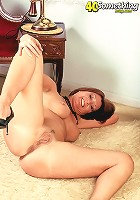Lustful mature housewife fingering her pussy