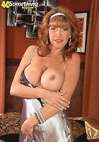 Mature babe mariska wearing only her black stockings