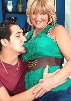 Elara Elis - Wife, mom and first-timer