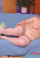 BBW stripping and showing huge body