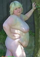 Chubby blonde bitch spreads her swollen quim nuts