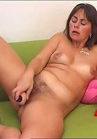 See nasty mum plowing her pink hole with a dildo