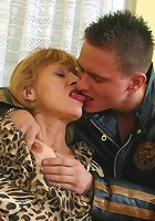 Mature blonde gets banged and creamed by youngster