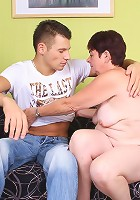Chunky mature Simone bares it all to show off her flabby butt and give off an excellent head