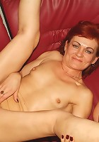 Horny mature women Steph And Julianna take turns in dishing out their experienced boxes