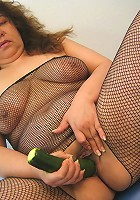 Hornyt mature slut loves playing with herself