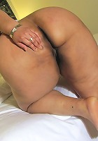 Chubby mature slut playing with her cooch