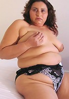 This chubby mature slut loves to get herself wet