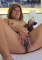 Mature slut playing with her hairy muff