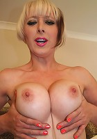 Hot blooded MILF playing with herself