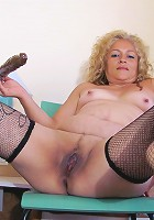Kinky mature slut Carolina loves to play with her toy
