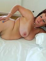 Big breasted matue slut showing her good stuff