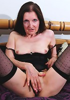 Naughty mature slut doing her juicy pussy
