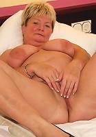 Big blonde mature slut playing with herself