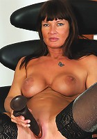 Naughty MILF playing all by herself