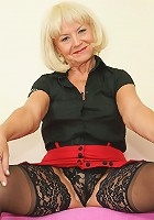This horny mature wife loves to play with herself