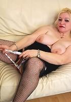 Chubby blonde mature slut getting wet