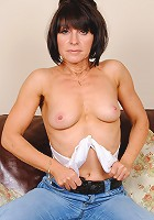 mature babe stripping her jeans