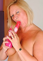 blonde mature playing with herself