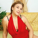 This mature slut loves to get wet on her own