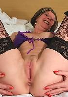 Mature sexkitten getting very naughty