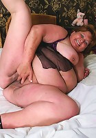 Big mature slut playing on her bed with a dildo