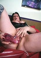 Kinky mama shwoing how naughty she can be