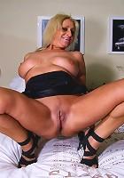Horny mature slut showing us the good stuff