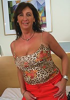 Hot mature minx playing with herself