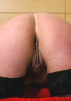 Check out this big booty housewife