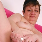 Horny big bottom mama playing with herself