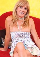 Seductive mature babe masturbates and massages lotion on her nude flesh