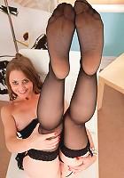 Brunette Anilos Sofia Rae spreads her mature pussy exposing her clitoris