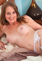 Sexy Anilos Sofia Rae finger fucks her pussy until she has an intense orgasm
