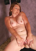 42 year old MILF Kelly from AllOver30 works on her mature body