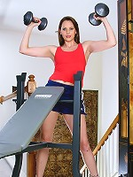 After working with weights this hot MILF works on her athletic box