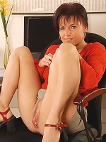 40 year old Linette spreads her shaved and meaty pussy in here