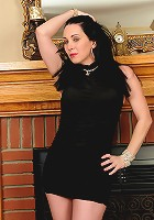 Sexy and elegant RayVeness shows off her 38 year old pussy here