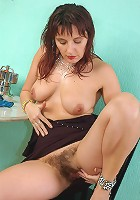 Hairy pussy and unshaven pits on this over 30 MILF