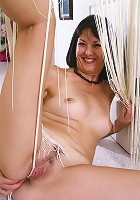 Sexy MILF Cheyanne is comfortable spreading her pussy at home