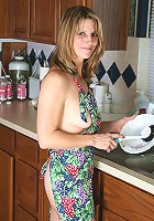 Veronica proving that washing the dishes doesn\'t have to be boring
