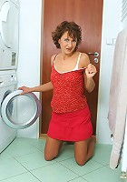 This MILF with her shaven pussy shows it off in the laundry room
