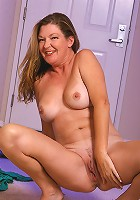 Mature Jules strips off her shorts to show us shaven pussy