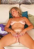 Big bosom Sanda looks hot in her pur white bra