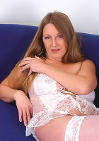 Full bushed MILF Lizy spreads her pussy and flaunts her pit hair