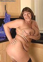 Sarah gets naked in the kitchen!