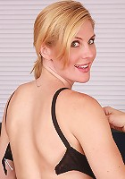 Kate loves to have her hair pulled during sex