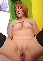Sexy redheaded MILF spreads gaping twat to get fucked!