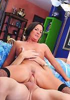Horny cougar likes it dirty!