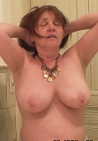 He fucks her and the old babe with the ancient pussy loves every thrust inside her hole